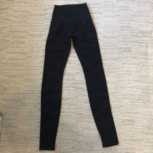 lululemon leggings, mesh zig zag pattern on front